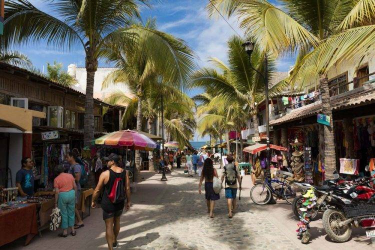 sayulita walk to the beach